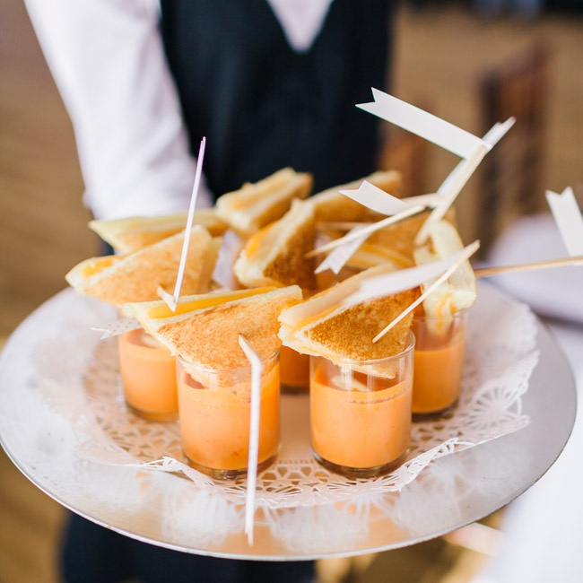 During the cocktail hour, Jamie and Ryan served their guests American style tapas like tomato  peppadew bisque shooters with mini grilled cheeses, mini corndogs and buratta with local heirloom tomato crostini.