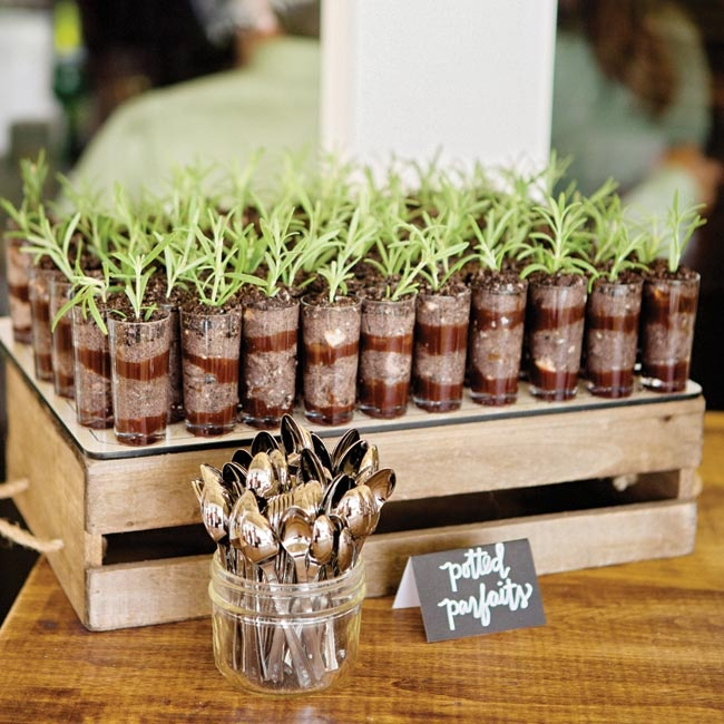 To go with the earthy, garden-inspired theme, desserts like potted parfaits were served following the meal.