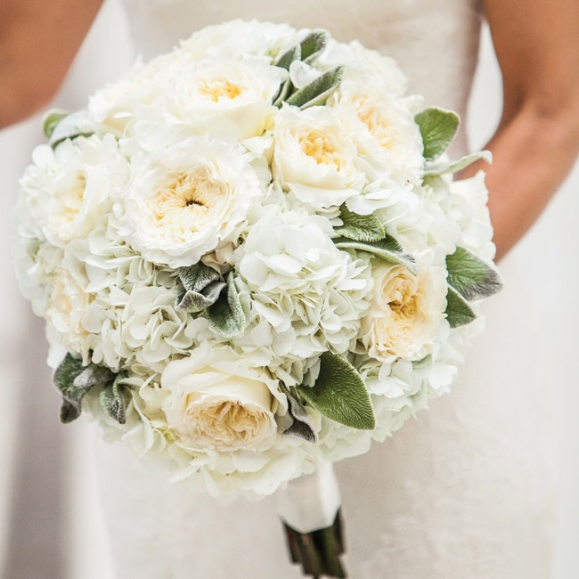 Danielle selected a soft bridal bouquet full of ivory garden roses and hydrangeas for a simple-yet-warm feel.
