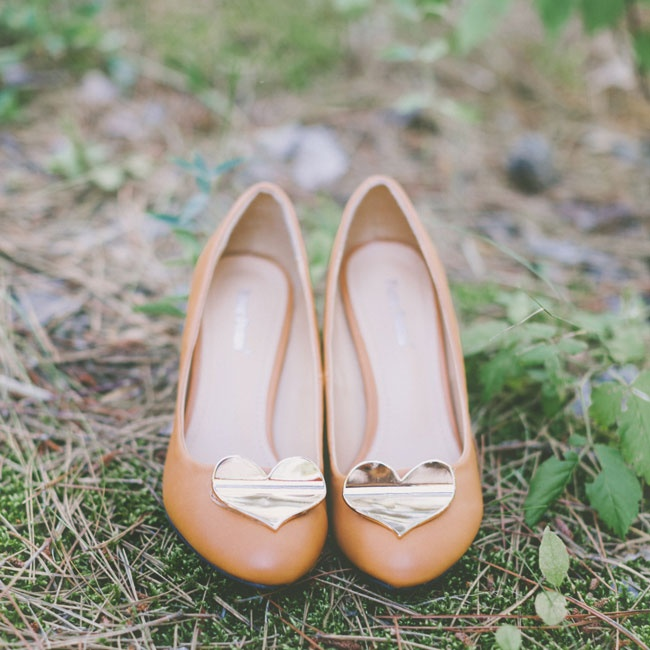 Makenna wore a pair of light brown leather heels with gold heart embellishments.