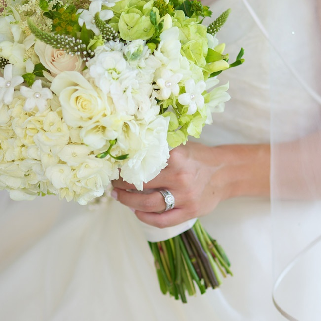 Kelly wanted a simple bouquet of white hydrangeas and roses mixed with a few lime green touches.