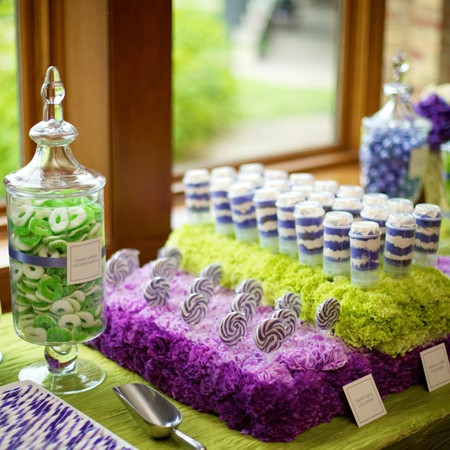 Colorful beds of carnations created a vibrant display for Kelly and Ryan's color block candy bar.