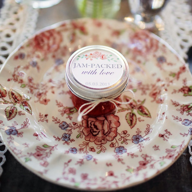 For a special touch, Jessica and Stephen used pieces of their grandmothers' (all 4!) china. The mismatched look added a shabby chic flair to the tables and held sentimental value for the two families.