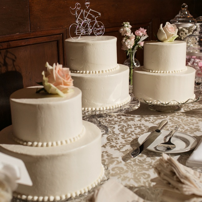 A spread of traditional cakes in different flavors were offered to guests.