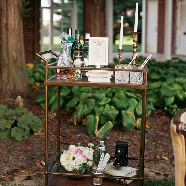 A bar cart was set up in the lounge area, topped with vintage props and gilded candlesticks for retro glam vibe.