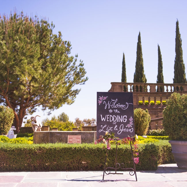 A black and white sign welcomed guests to Greystone Mansion on the day of the wedding.