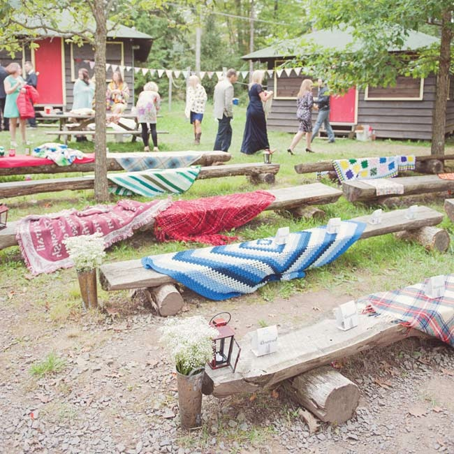 Maria and Terry draped the log benches with mismatched afghans and wool blankets for a cozy campfire feel.