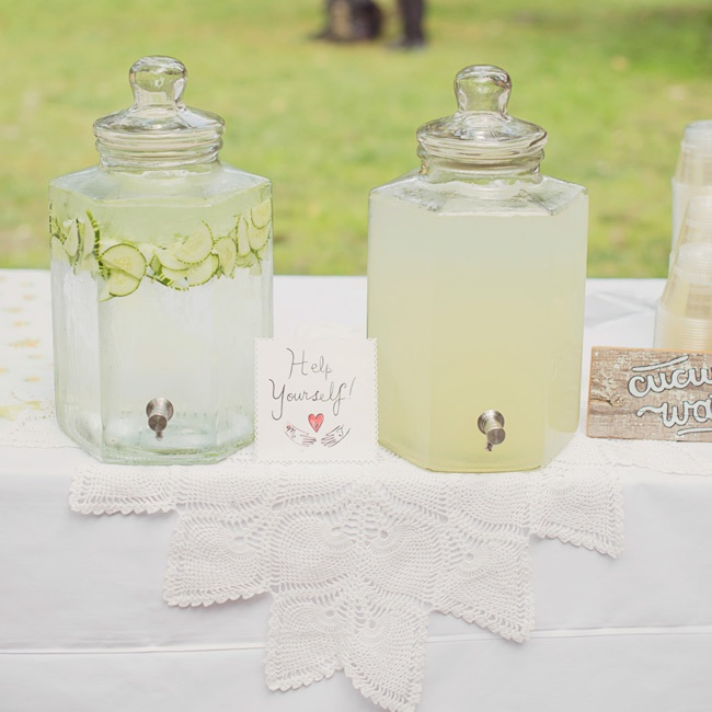 To make their guests comfortable, Maria and Terry offered refreshing drinks like cucumber water and lemonade for guests to sip during the ceremony.
