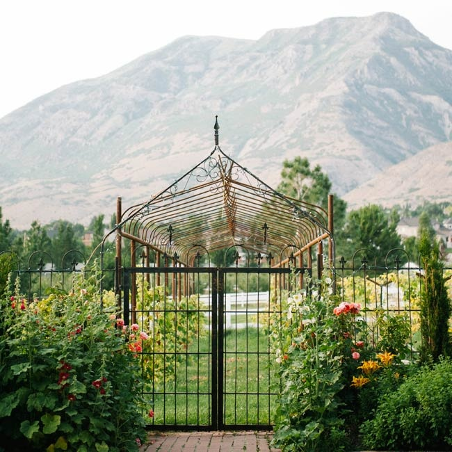 The lush gardens of Wadley Farms, where the wedding was held, offered breathtaking views of Mount Timpanogo.