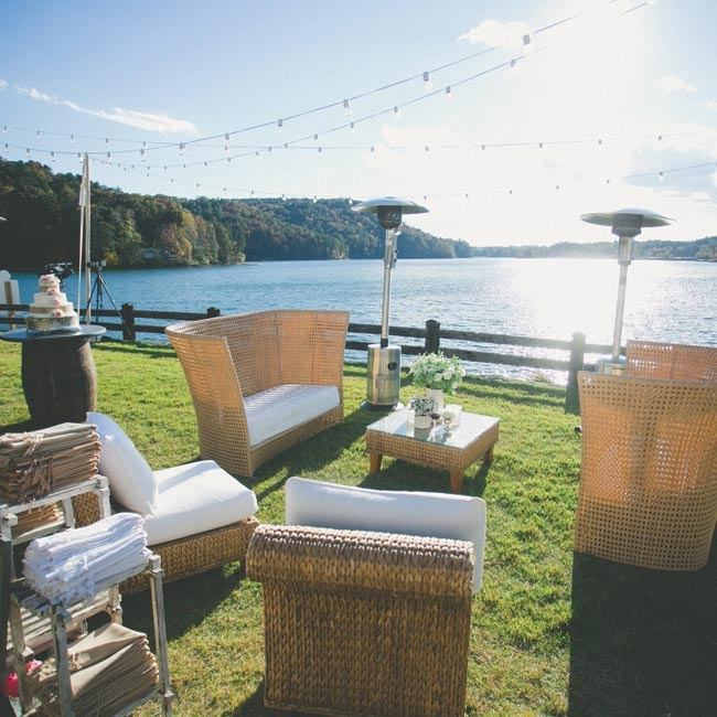 A lounge area overlooking the water allowed guests to enjoy the lakeside location.