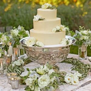 Elegant Champagne Wedding Cake