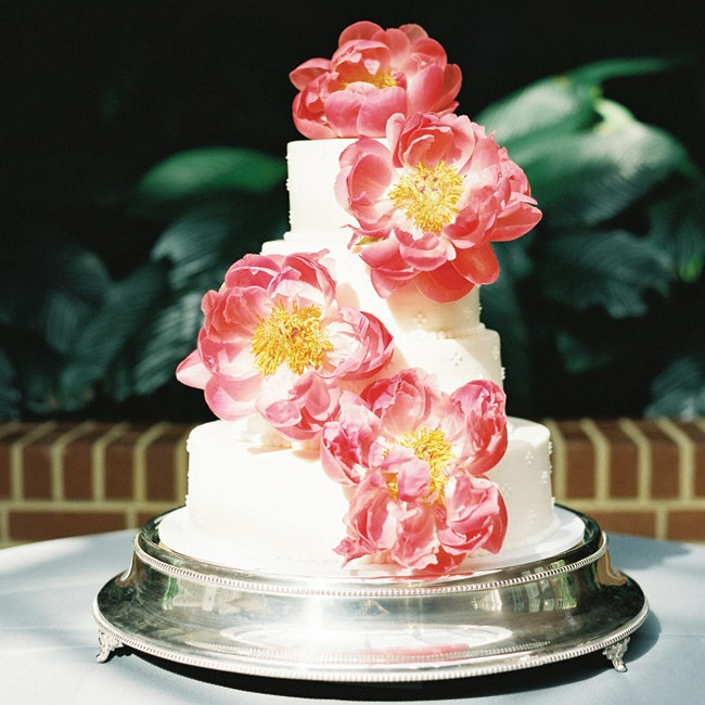 """The couple's key lime and almond amaretto cake had a simple, subtle dot pattern. The bright peonies """"added the drama,"""" Lauren says."""