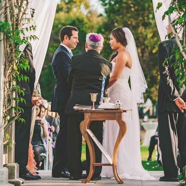 The couple was married in a traditional Jewish ceremony, which included the giving of the Seven Blessings.