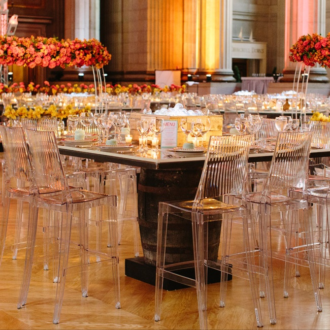 High ghost chairs and other glass-like details, including the lightbulb centerpieces, created a sleek and modern atmosphere.