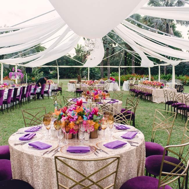Dinner took place under a tent-like structure of white linens that was open enough to see the stars. The grass was left exposed for a fuss-free splash of