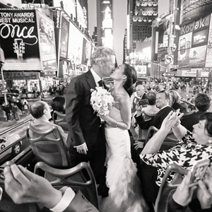 Times Square Kiss Shot