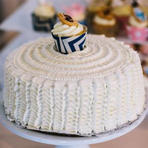 Simple White Cake With Cupcake