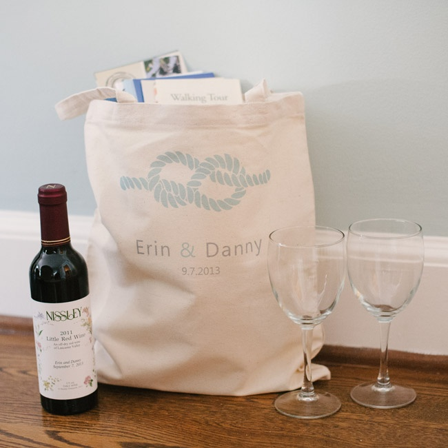 Bags printed with a rope (bringing in the tie-the-knot theme) and filled with local wine, snacks and guides were left in guests' rooms at the venue.