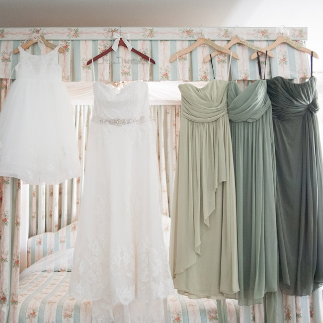 To keep up the eclectic aesthetic, Erin chose long chiffon dresses in similar styles but in three varying shades of green for her bridesmaids.