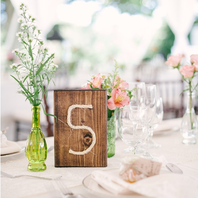 As a nod to the knot the couple tied during their ceremony, the table numbers were made of small pieces of rope glue to a block of wood.