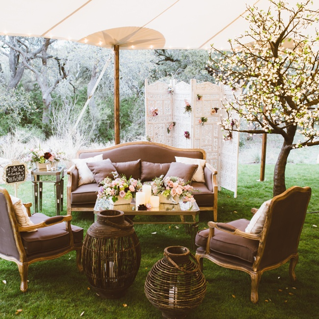 Neutral-colored furniture and vintage-inspired accessories lent a romantic aesthetic to the outdoor reception space.