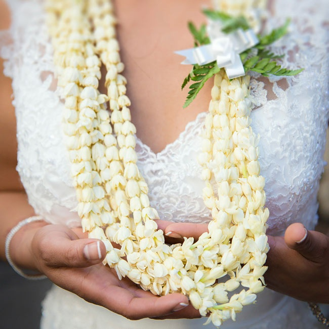 Alicia's family flew all the way from Hawaii for the wedding, and they brought a garland of Hawaiian flowers for the bride to wear during the reception.