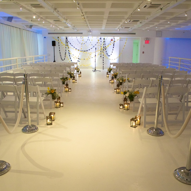 404 NYC's space is very modern and has a streamlined, white appearance. All that the wedding planner had to do was add a few colorful accents here and there to make the design aesthetic pop.