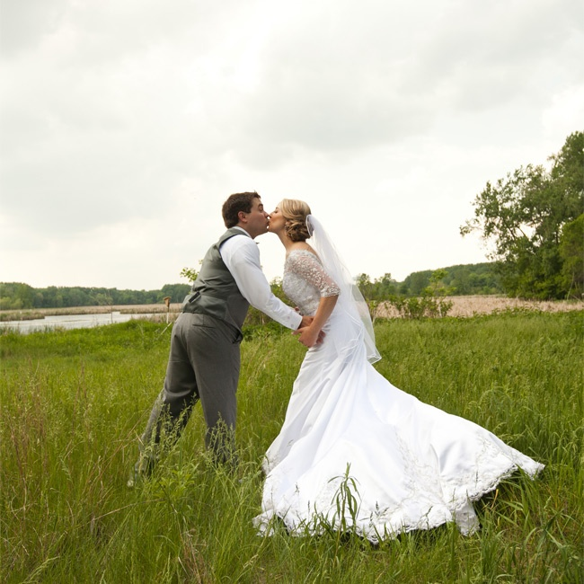 Cheap Wedding Dresses Mn: A Cheerful Rustic Wedding At The Minnesota Valley Country