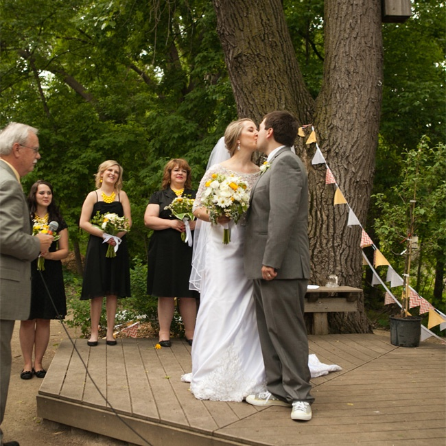 Outdoor Wedding Wisconsin: A Cheerful Rustic Wedding At The Minnesota Valley Country