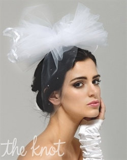 Bow tulle veil features Swarovski rhinestones. Available in various colors.