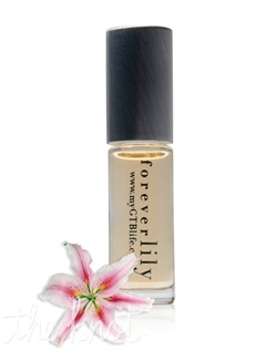 The foreverlily fragrance features stargazer lily, crisp fig, warm amber, sandalwood, fresh lemon and lychee. Available in .125 oz Eau de Parfum Rollerball.