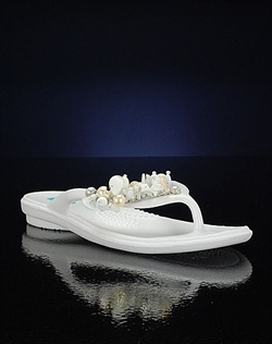 White wedding flip flops for beach wedding