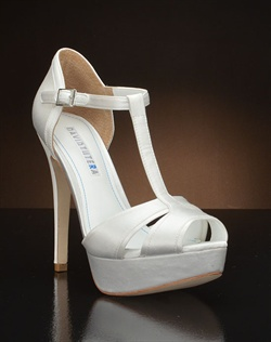 Strappy Platform pump with t-strap
