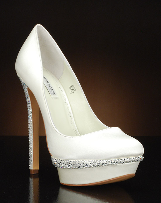 Round toe plaform pump with Austrian crystals