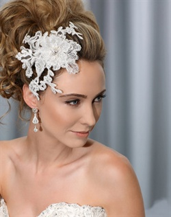 Dramatic lace comb with pearl and rhinestone center.