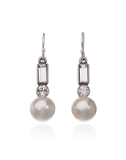 Shimmering pearls combine with round brilliant and baguette cut Swarovski crystals to form a subtle yet glamorous stacked design.