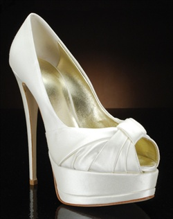 Peep toe platform pump