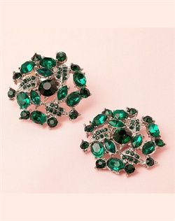 Emerald flower shoe clips for bridal, bridesmaid and evening shoes. Attach them on the front, side or back of shoes and add glamour and sparkle to your look.