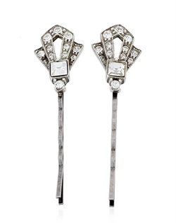 These pretty crystal hair pins from designer Ben Amun will bring a touch of 1920s elegance to any look. Swarovski crystals sparkle in their Art Deco-style setting, ensuring that these make the perfect accessory for anyone who wants to embrace the glamour and elegance of the roaring twenties.