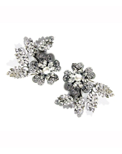"Set of 2 floral crystal and pearl clips. 2 1/2"" L"