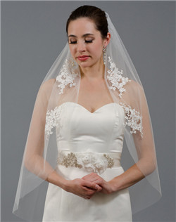 wedding veil with venice lace appliques