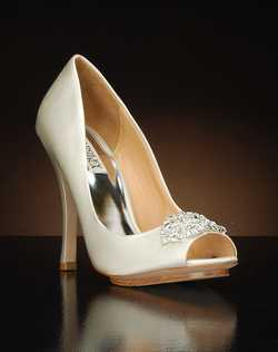 Peep toe exposed platform pump with crystal embellishment