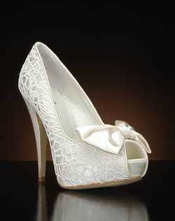 Peep toe platform with bow detail