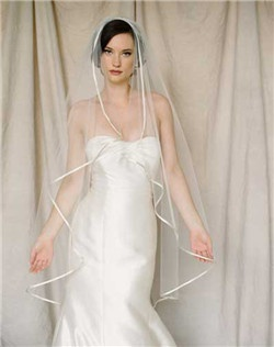 "Classic and elegant. Drop veil with 1/4"" folded silk trim. Available in diamond white or pale ivory."