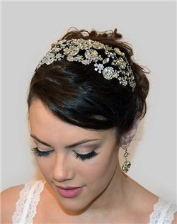 A divine concoction of sparkling Swarovski crystals set in rhodium crowns your head with a sparkling garden motif. A truly breathtaking headpiece.