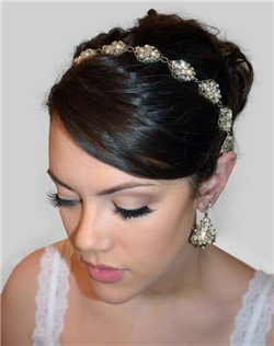 The Midori Accent features leaf shaped filigree embellished with pearls and crystal chain, and marquise Swarovski rhinestones linked together. This piece can be worn as a headband and can be worn as a necklace after the wedding! Secured with a magnet closure and can be bobby pinned into the hair.