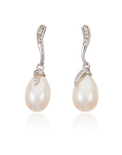 Freshwater cultured pearls are embraced by their sterling silver settings in these elegant earrings from Thomas Laine Pearls. White topaz gemstones provide a sparkling accent, ensuring that these sophisticated drops simply dance in the light. **Looking for a timeless and utterly wearable jewelry choice for your bridesmaid gifts? In our collection of freshwater pearl and sterling silver jewelry you will find beautiful options to suit every style.