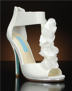 Open toe t'strap pump with chiffon flower detail