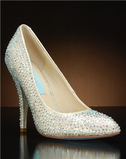 Crystal encrysted pointy toe pump