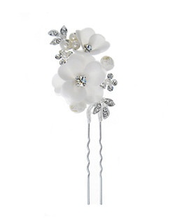 The Open Petals Hair Pin adds the perfect subtle addition to any hairstyle. This breathtaking hair pin features soft ivory open blooms with rhinestone centers and sprays of faux pearls and leafy accents.